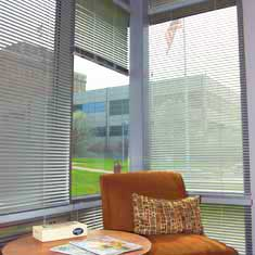 Clean aluminum mini blinds